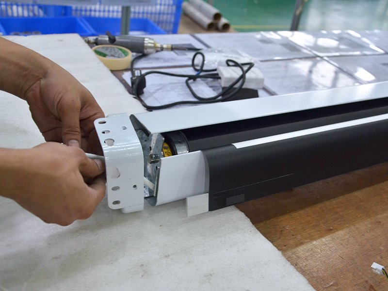 Motorized Screen Assembling-6